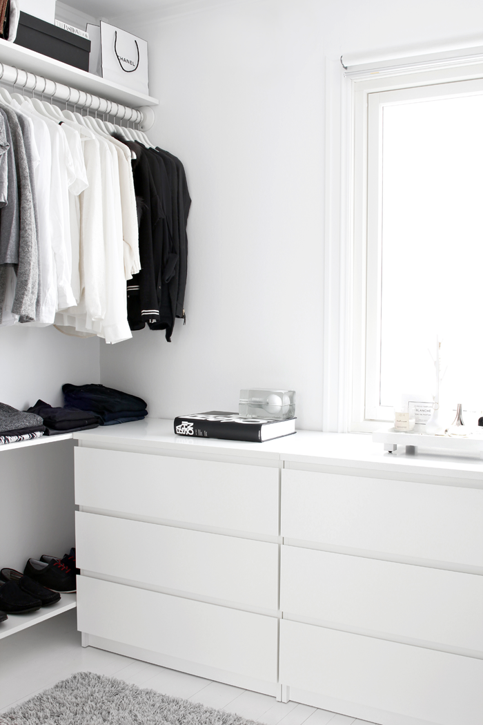 http-::stylizimoblog.com:walk-in-closet-on-a-low-budget:
